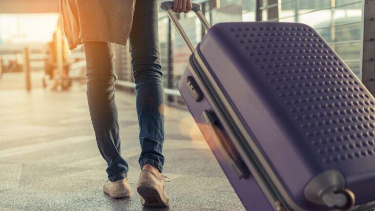 5 Expert Travel Tips from a Flight Attendant