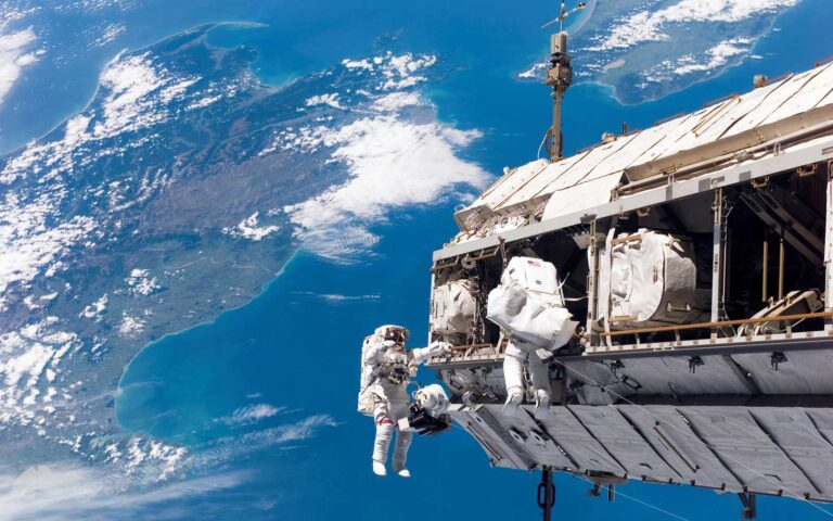 9 Travel Tips Astronauts Have Taken from Space to Earth